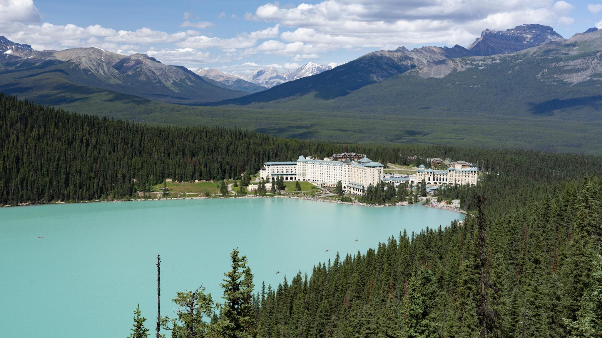 lac louise dans l'ouest canadien